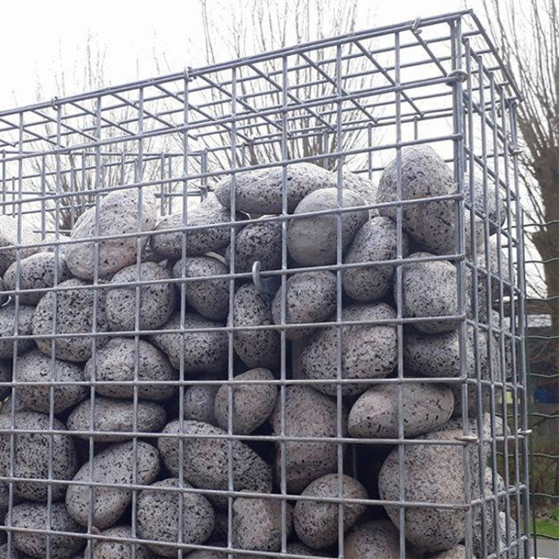 Welded mesh gabion box for retaining wall