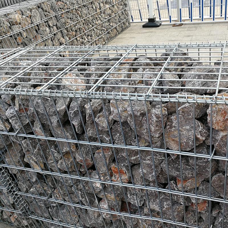 Welded wire mesh gabion basket